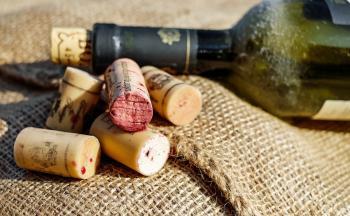 Åpne vinflaske med sko
